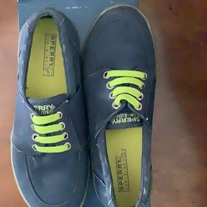 Boys blue-green Sperry Top-Siders size 5 1/2M.
